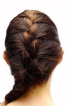 Французская коса - это один из шедевров парикмахерского искусства...