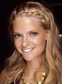 фотографии модели причесок для волос средней длины.