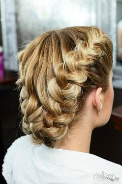 Голландская коса, или как её еще называют, коса наизнанку.